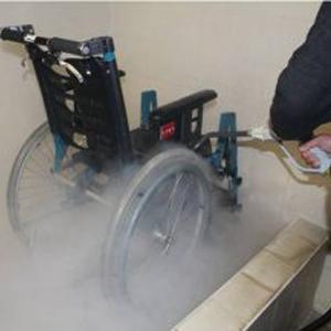 Rollstuhl Reinigung mit Micro Cleaner Trockendampf