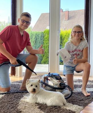 Kinder mit EV Trockendampfreiniger